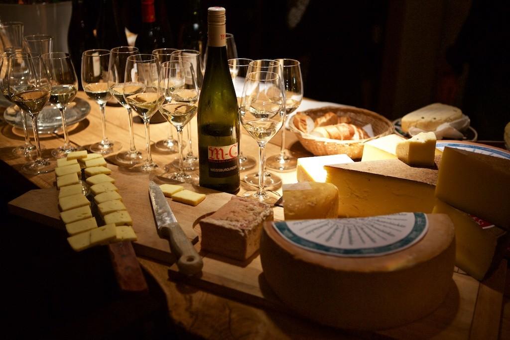 Weinprobe mit Käsebegleitung