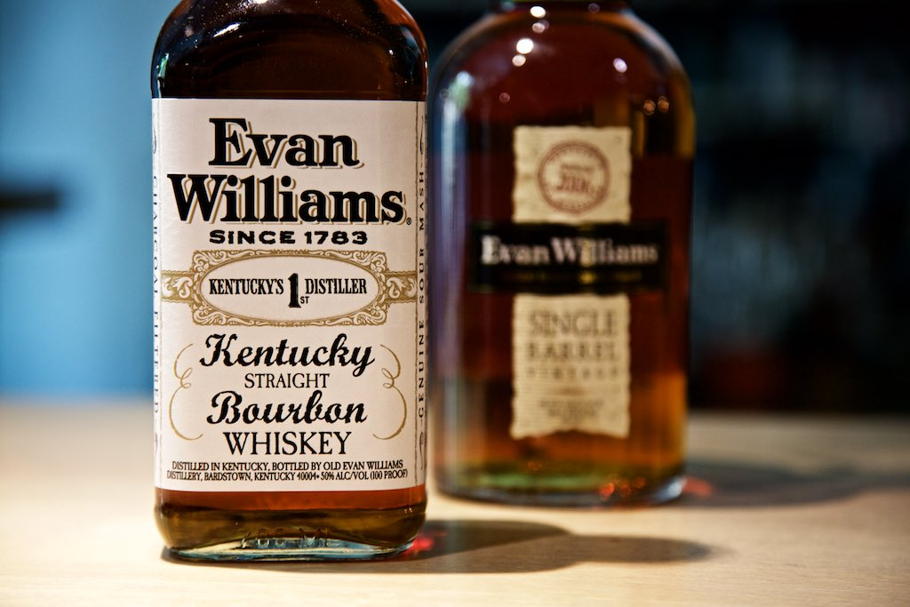 Evan Williams Kentucky Straight Bourbon Whiskey und Single Barrel Vintage 2004
