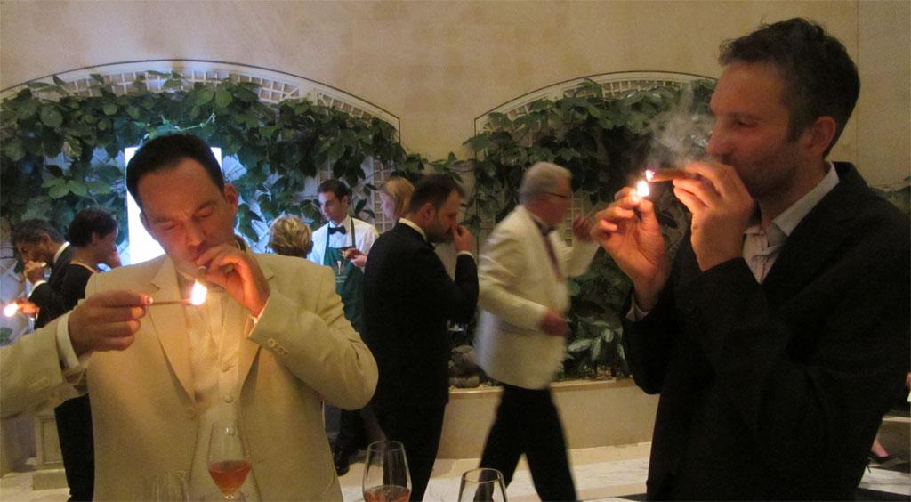 Zigarren und Champagner im Adlon Wintergarten in Berlin