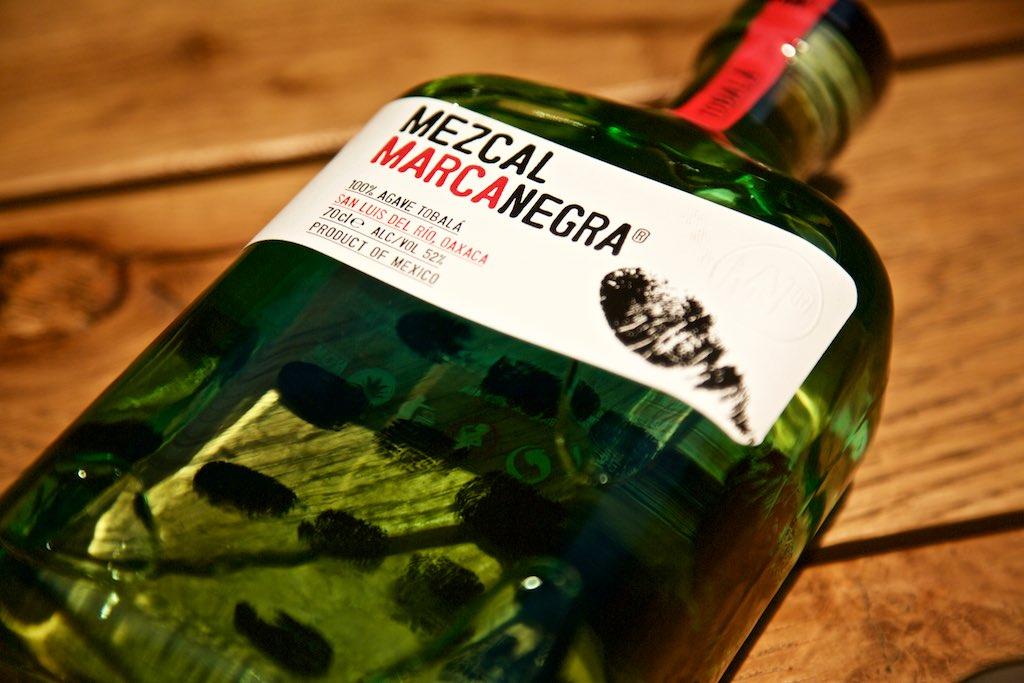 Mezcal als besondere Spirituosen Geschenke in Berlin - hier der Mezcal Marca Negra