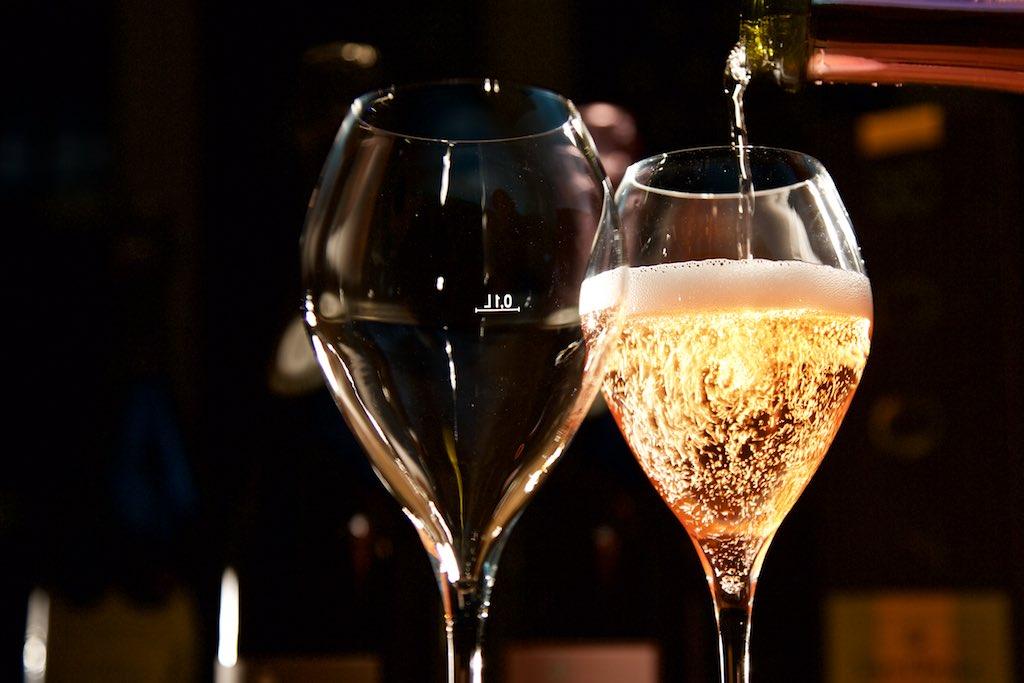 Krug Champagner in Berlin im Ausschank
