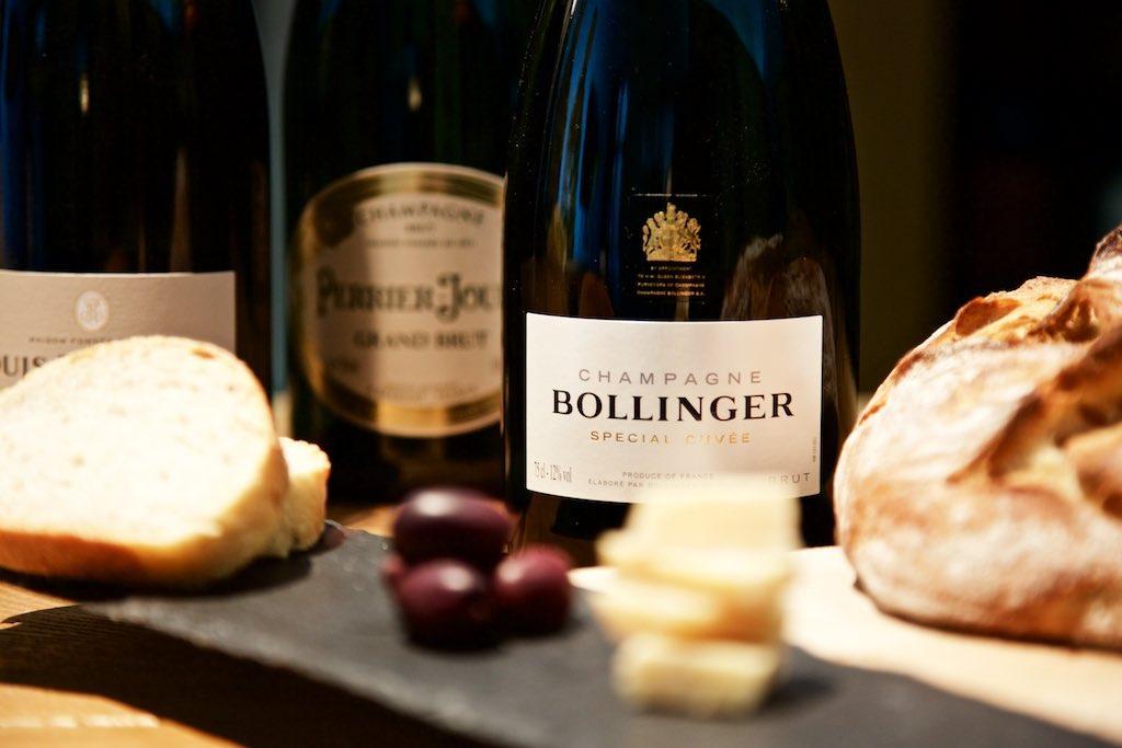 Bollinger Champagner mit Häppchen kombiniert